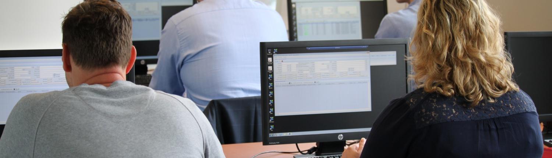 Training van het XDMS systeem met aanwezige klanten gegeven door consultants van Xpower