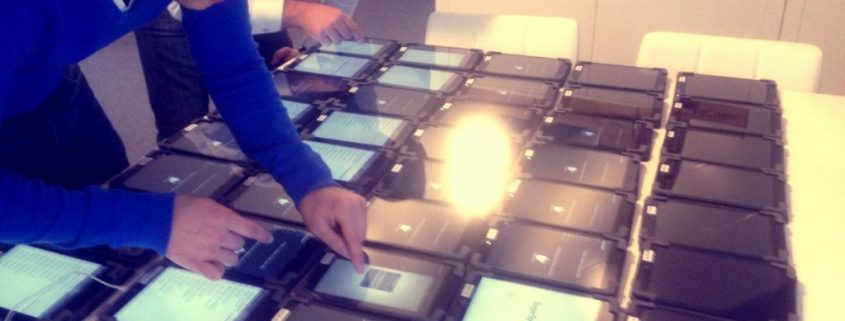 Foto van het autosalon gebruik xpower mobiele applicaties